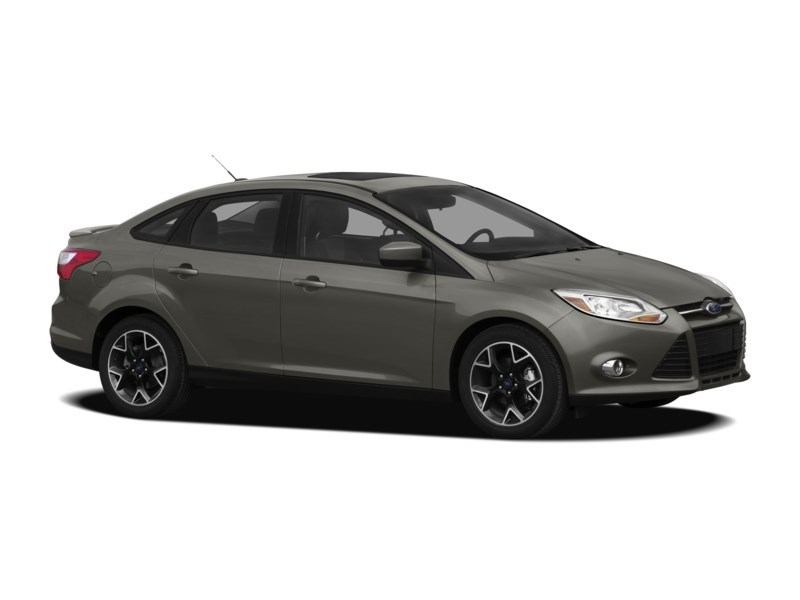 2012 Ford Focus SE MANUAL *** FREE WINTER TIRS & RIMS INC!!! *** Exterior Shot 9